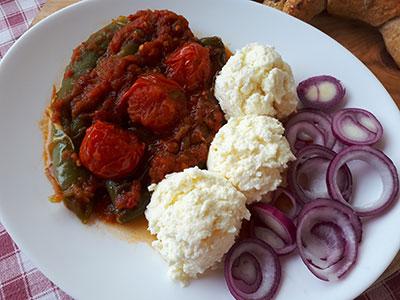 Paprike u paradajz sosu